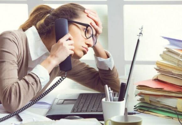 Cinco consejos para sobrellevar el estrés en la oficina